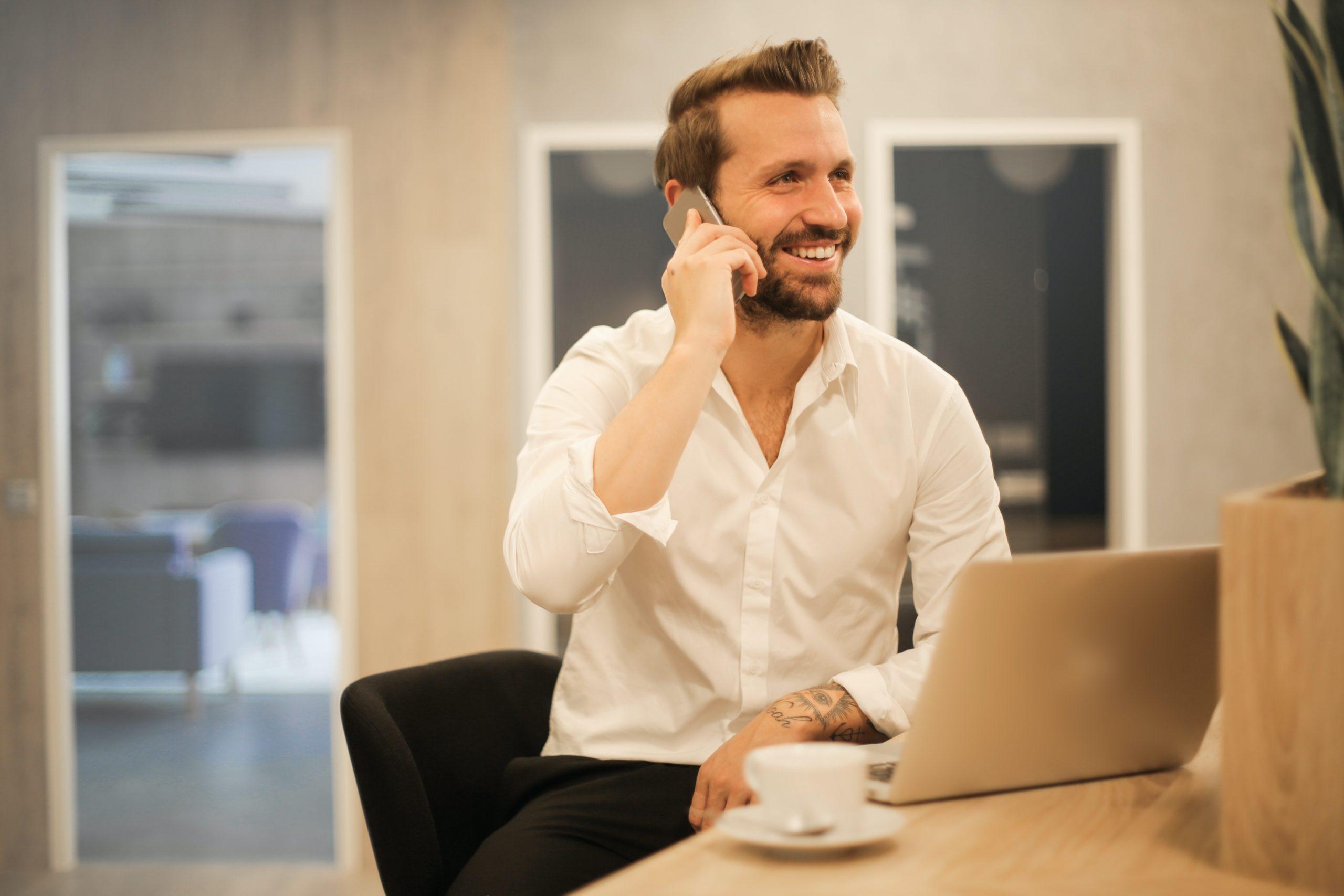Retour du client, mission de finance, remplacement en attendant un recrutement